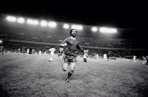 Gerd Muller scores, Bayern Munich v Leeds 1975 European Cup Final