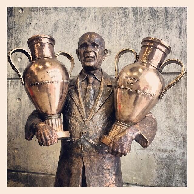 Bela Guttmann, Benfica statue