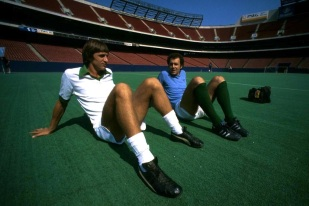 Cruyff & Beckenbauer, New York Cosmos training Giants Stadium
