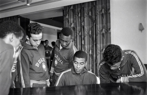 Jairzinho plays the piano, World Cup 1966