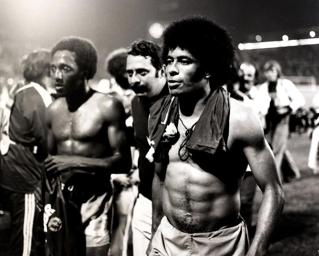Jairzinho & Paulo César Vintage 1966 80 – Beyond The Last Man