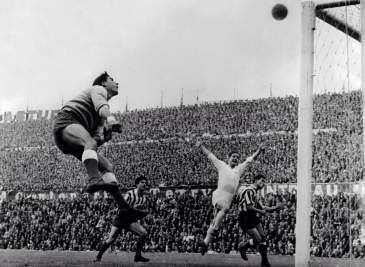 1959 European Cup semi-final, Pazos (Atl Madrid) Kopa (Real Madrid)