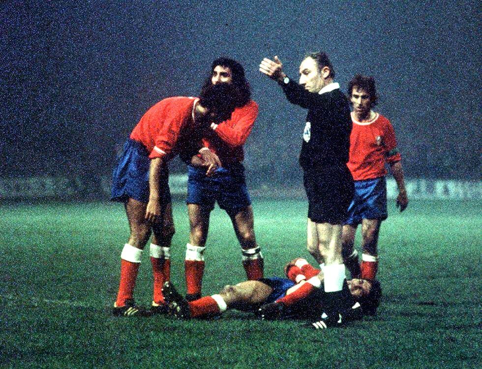 FOTOS HISTORICAS O CHULAS  DE FUTBOL - Página 2 1974-european-cup-semi-final-celtic-v-atl-madrid