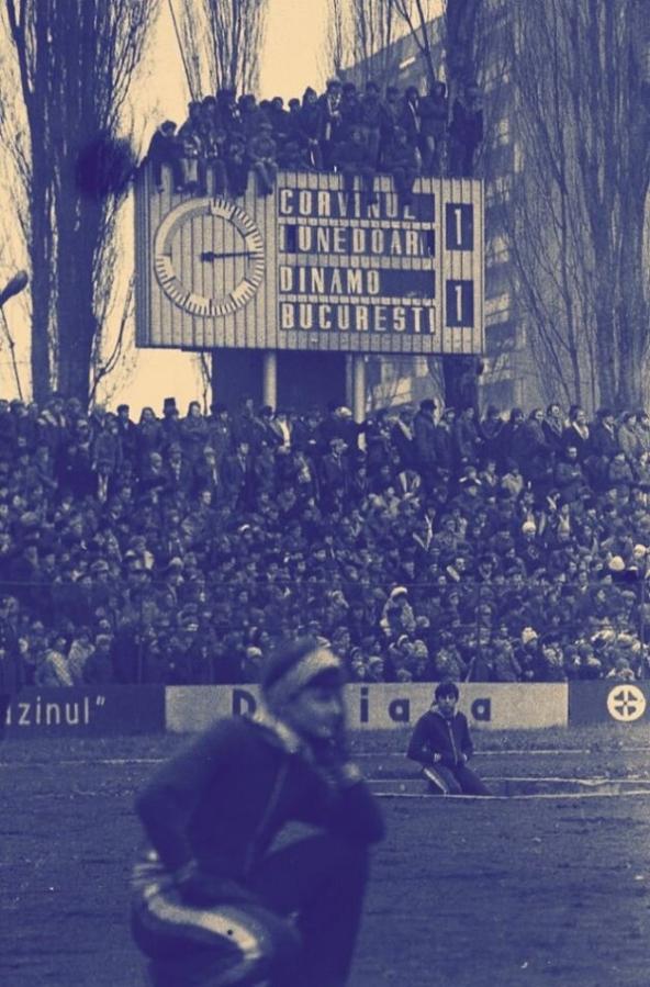 FC Corvinul Hunedoara vs Dinamo Bucharest early '80s