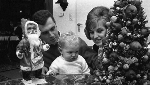 Franz Beckenbauer celebrates Xmas with family