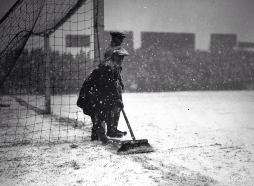 1926 - groundsman at Fulham v Everton, FA Cup 3rd Round