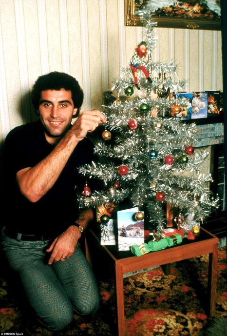 Peter Shilton around the Christmas tree 1980