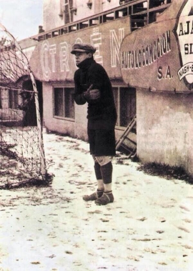 1923 - a shivering Ricardo Zamora,