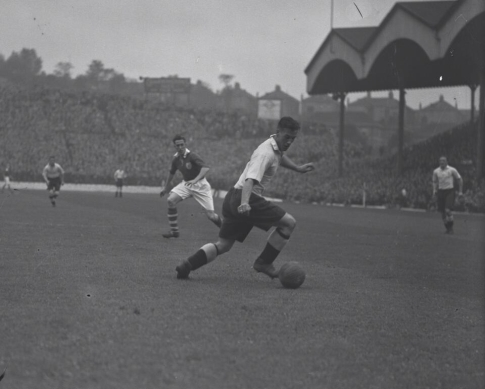 21 year old Nat Lofthouse playing for Bolton (a) to Charlton at The Valley in 1946