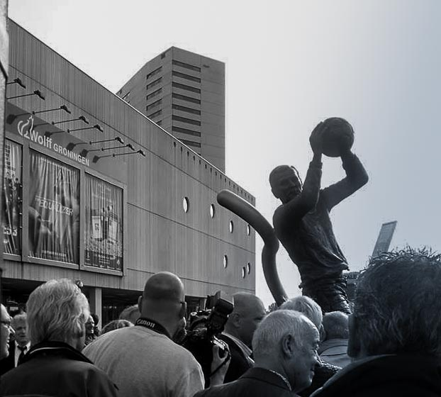 Tonny van Leeuwen statue outside the Euroborg stadium