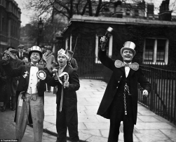 1936 - Sheffield Utd fans in London
