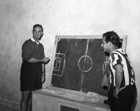 Jesse Carver teaching tactics to his players at Juventus, 1949