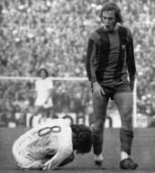 Neeskens fouls Breitner, Barcelona v Real Madrid